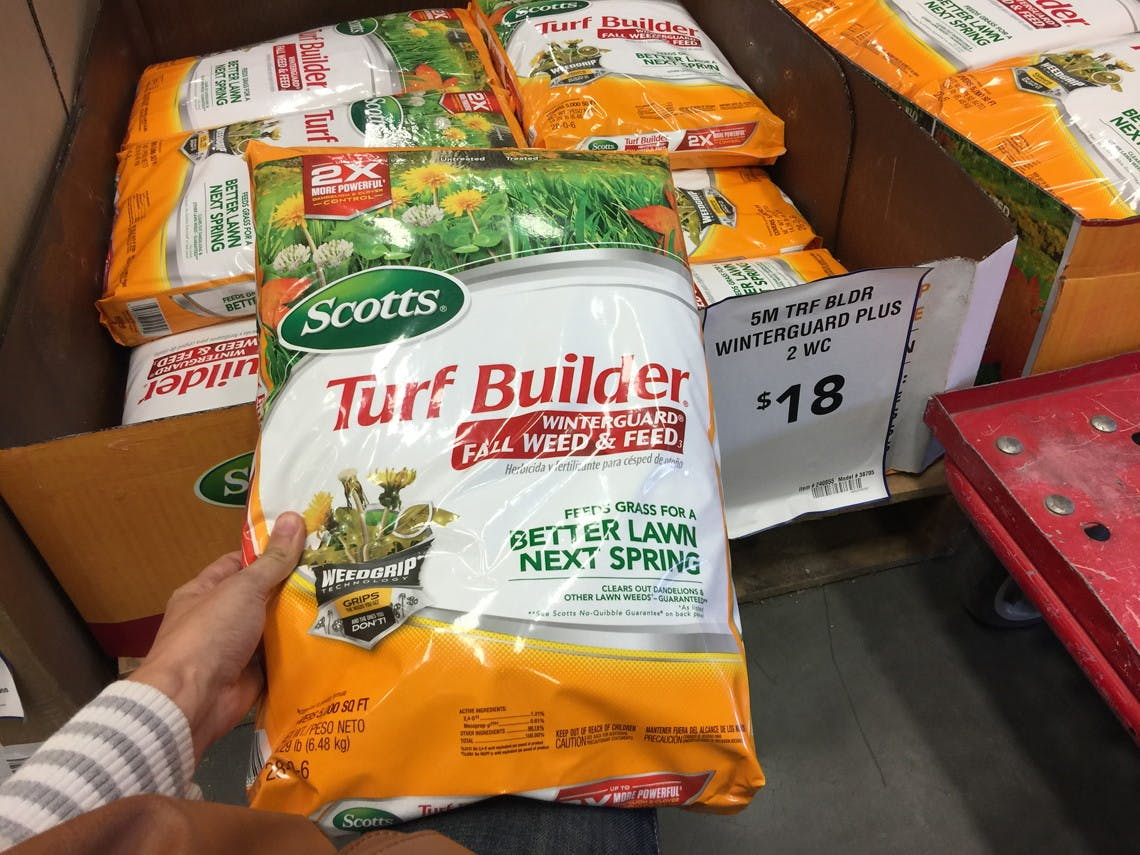Scotts Turf Builder Weed Feed 15000 Sq Ft 28 4 In The Lawn Fertilizer Department At Lowes Com