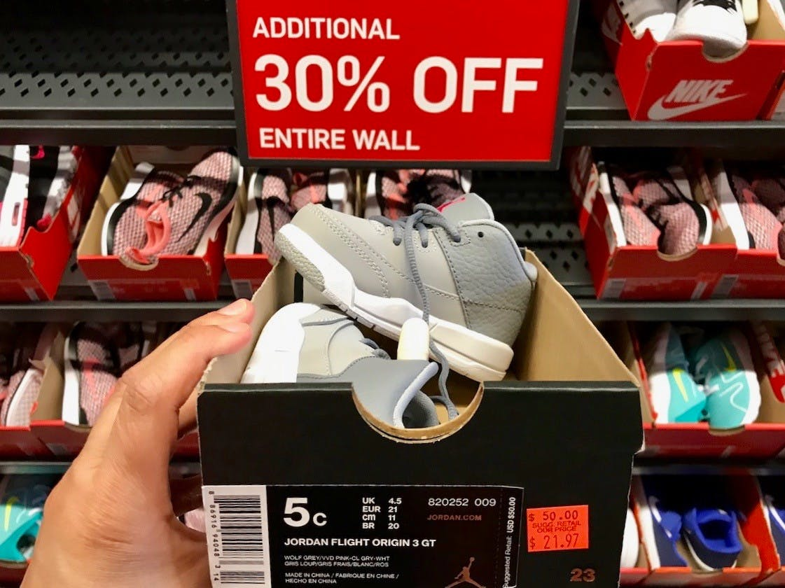 Persona enferma dilema Prever  33 Insanely Smart Nike Factory Store Hacks - The Krazy Coupon Lady